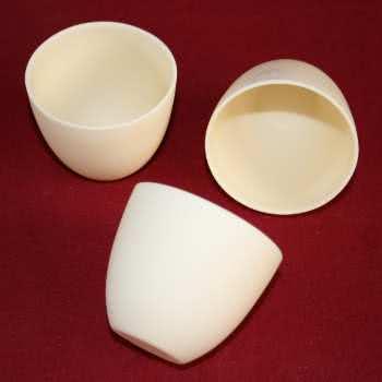 Creuset Céramique adaptés à la fusion d'alliages divers.